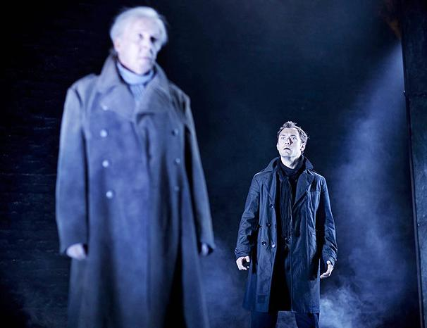 Show Photos - Hamlet - Peter Eyre - Jude Law