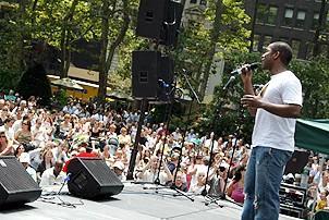 Photo Op - Broadway in Bryant Park 07-26-07 - Cornelius Jones Jr. (crowd)