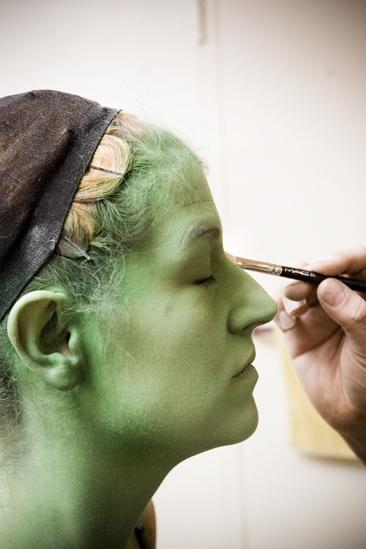 Nicole Parker Backstage at Wicked – profile