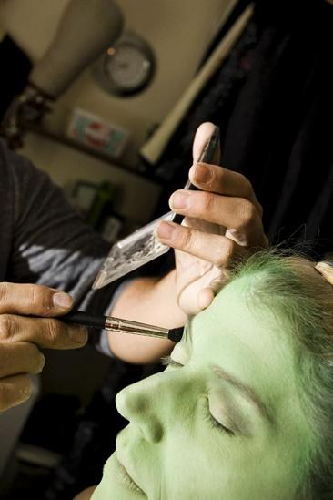 Nicole Parker Backstage at Wicked – eyes2