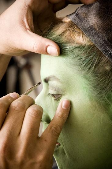 Nicole Parker Backstage at Wicked – eyes4