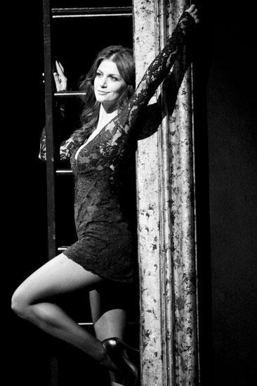 Samantha Harris Chicago photo shoot – funny honey