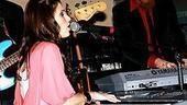 Idina Menzel at Virgin - Idina sings 5