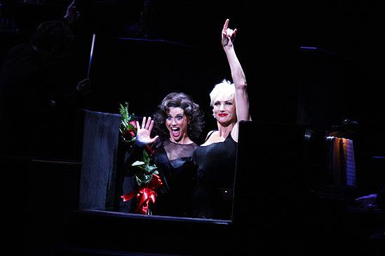 Samantha Harris Debut in Chicago - Samantha Harris - Amra-Faye Wright (curtain call)