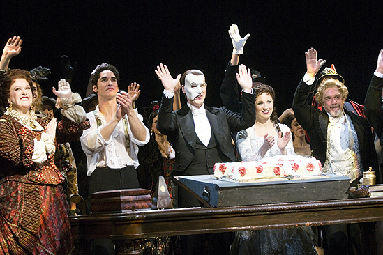 Phantom of the Opera 23rd Anniversary – waving with cake