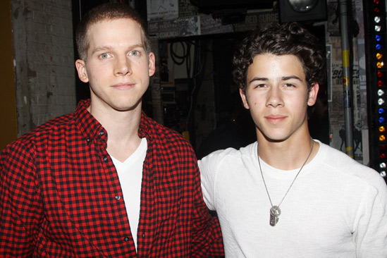 Jonas Idiot – Stark Sands – Nick Jonas