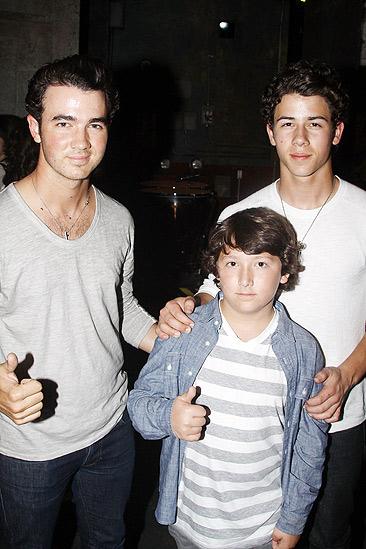 Jonas Idiot – Kevin Jonas – Nick Jonas- Frankie Jonas