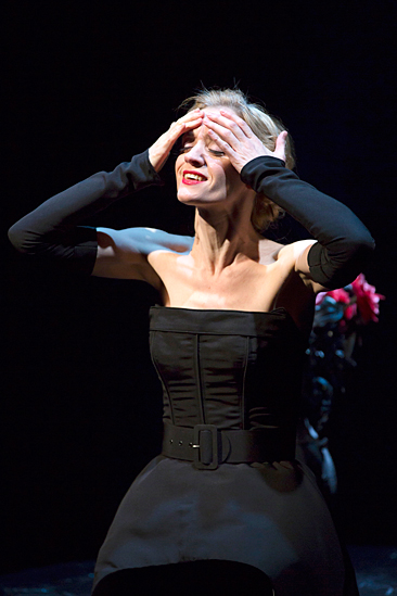 <I>Macbeth</I>: Show Photos - Anne-Marie Duff