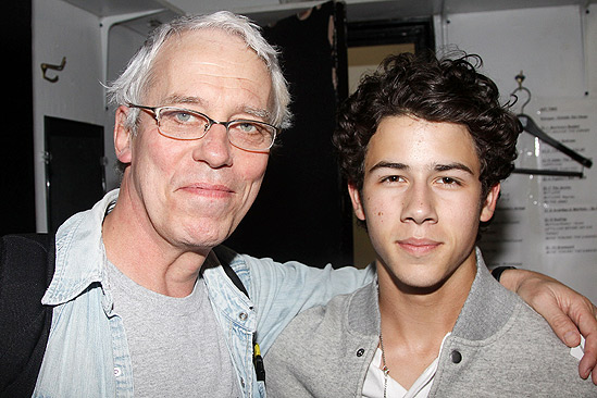 Terrence Mann Beast >> Broadway Com Photo 2 Of 8 The Jonas Brothers Snap Up