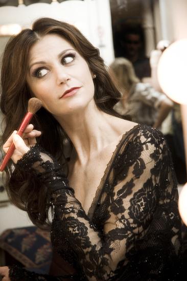 Samantha Harris Chicago photo shoot – makeup