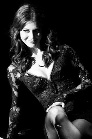 Samantha Harris Chicago photo shoot – closeup