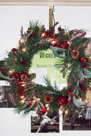Rondi Reed Seasonal Snapshots at Wicked – wreath
