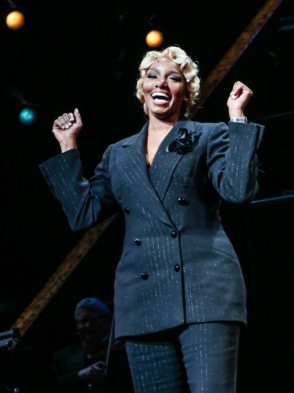 Chicago - NeNe Leakes - First performance - 11/15 -