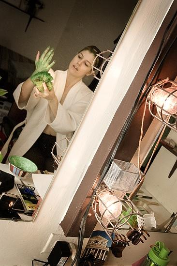 Nicole Parker Backstage at Wicked – hand1