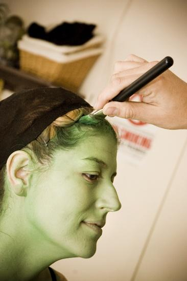 Nicole Parker Backstage at Wicked – hairline2