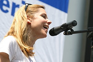 Photo Op - Broadway in Bryant Park 07-26-07 - Kerry Butler (singing)